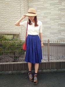 ハット×青スカート