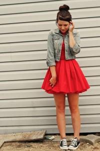デニム×赤スカート