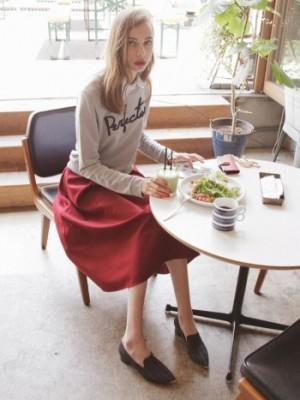 赤スカートのレイヤーコーデ